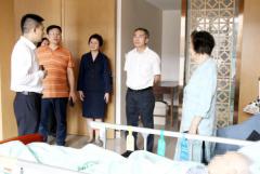 锦江区政协主席张松调研省泌尿外科医院